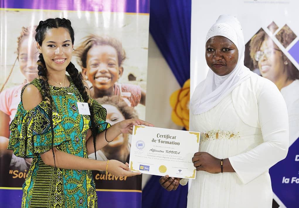 Projet DIG-IT-ALL : des jeunes femmes formées aux fondamentaux des TICs reçoivent leurs attestations